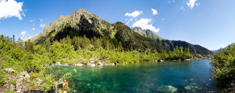 Достопримечательности Кавказа. Горное озеро