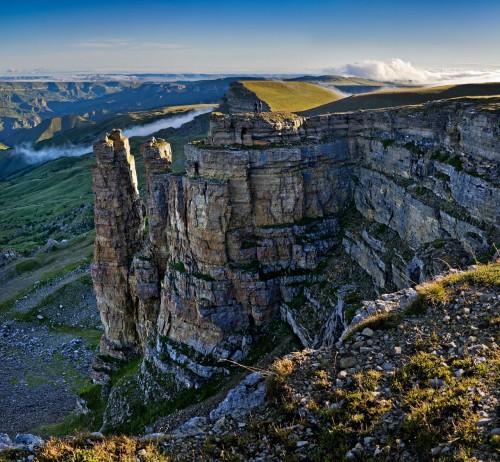 Фото Рассвет на плато Бермамыт. Скалы Амфитеатр и Монахи.